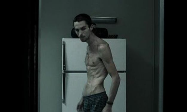 Christian Bale in de film The Machinist, fysiek en mentaal gesloopt door schuld