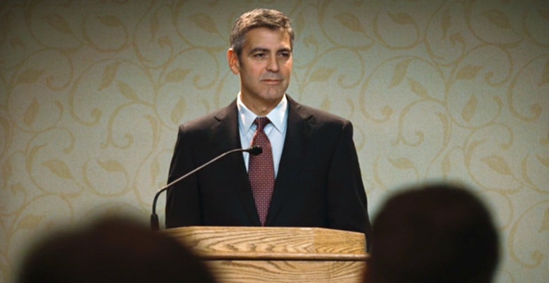 George Clooney tijdens zijn lezing 'What's in your backpack'