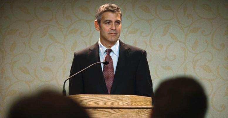 George Clooney tijdens zijn lezing 'What's in your backpack'
